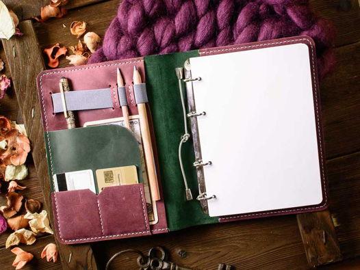 Кожаный блокнот на кольцах -LEGACY- А5 ручной работы цвет Зеленый с Бордовыми вставками