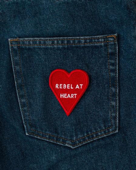 Rebel At Heart нашивка сердечко / патч / аппликация красное сердце