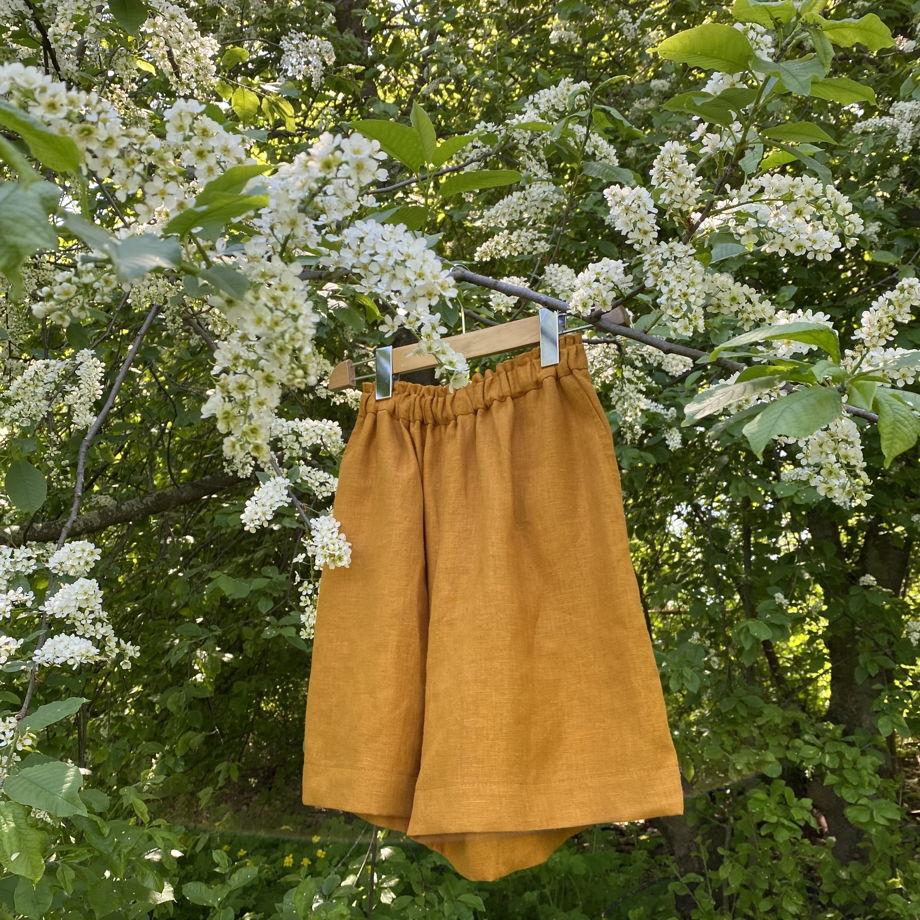 Льняные шорты свободного кроя из натурального льна