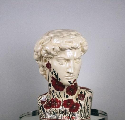 Гипсовая скульптура Давида с маками, 28х30х46 см