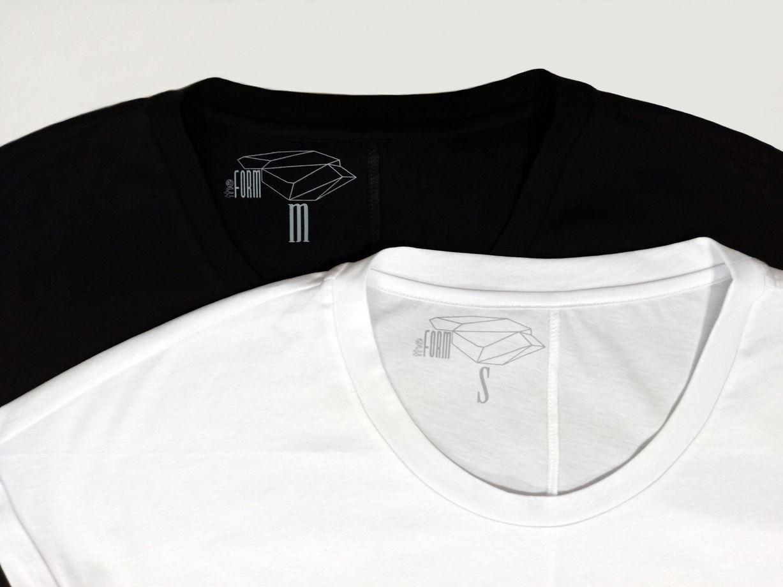 Мужские базовые футболки с цельнокроеным рукавом : черные и белые.
