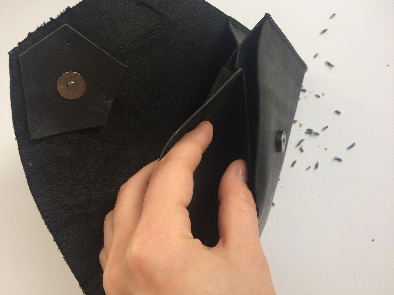 Черный кожаный кошелек-клатч