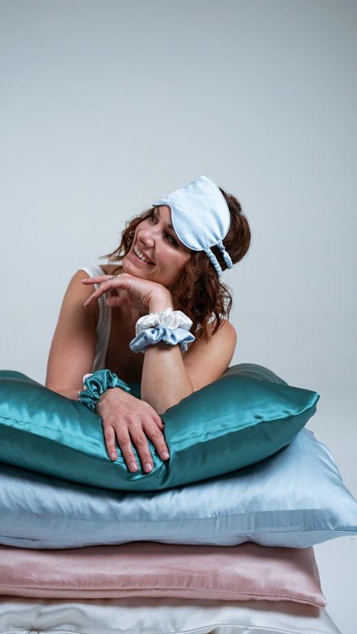 Маска для сна из шелка, голубая