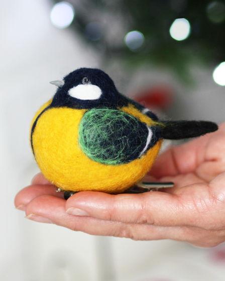 Елочная игрушка ручной работы из шерсти Синица