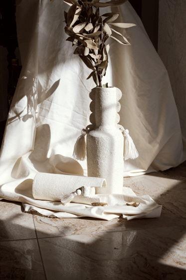 Каменные вазы . Образ Колонн с элементами бохо.