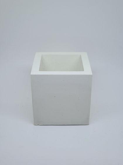 Кашпо из бетона белый куб