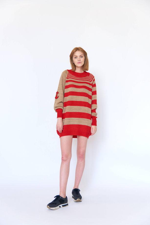Полосатый красно-бежевый свитер оверсайз