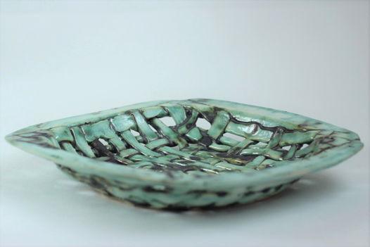 Блюдо декоративное керамическое ручной работы, мятно-зеленое с медью