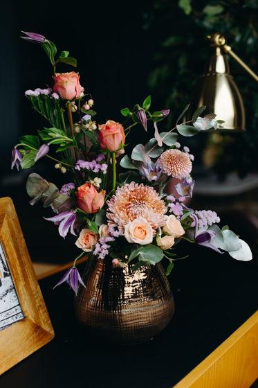 """Композиция в вазе с розами и хризантемой """"Мечты"""""""