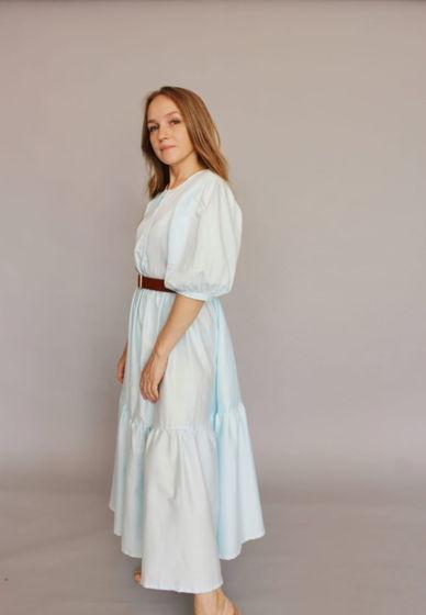 Платье многоярусное длина миди, объемное, с коротким объемным рукавом
