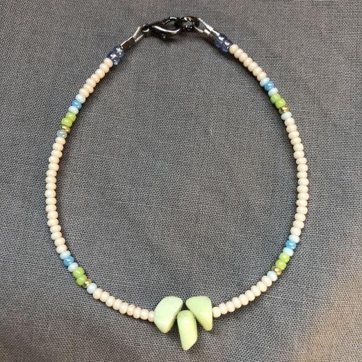 Браслет из бисера с минералами «Весна»