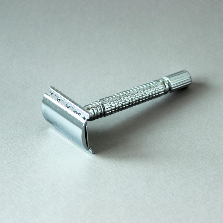 Металлическая бритва с вставными лезвиями