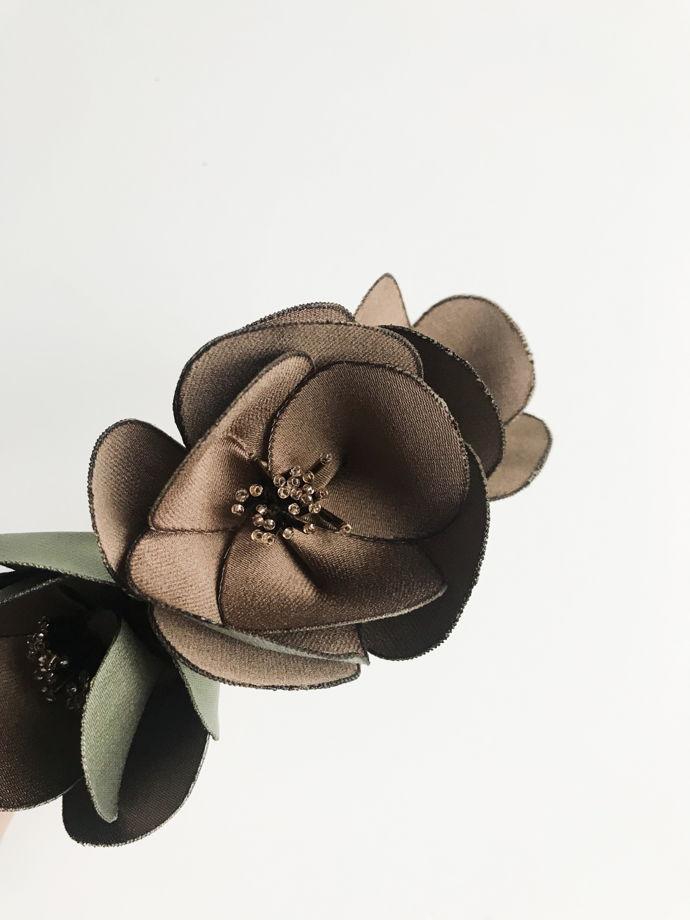 Ободок коричневого цвета