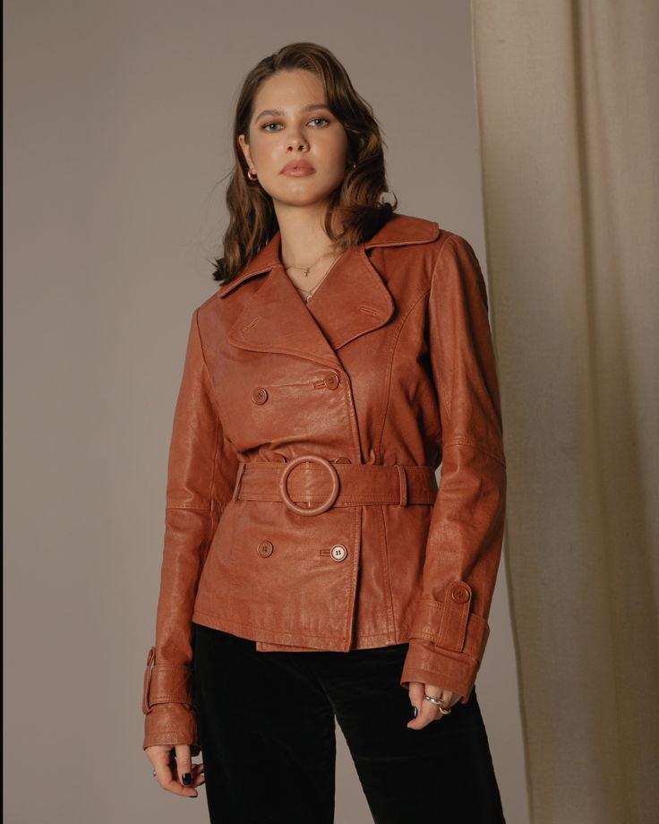 Кожаный пиджак с ремнём