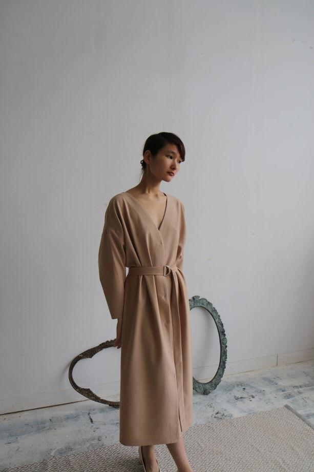 платье с поясом на кнопках