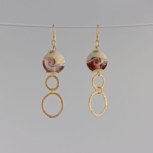 Серьги-крючки с бусинами лэмпворк розового оттенка, позолота