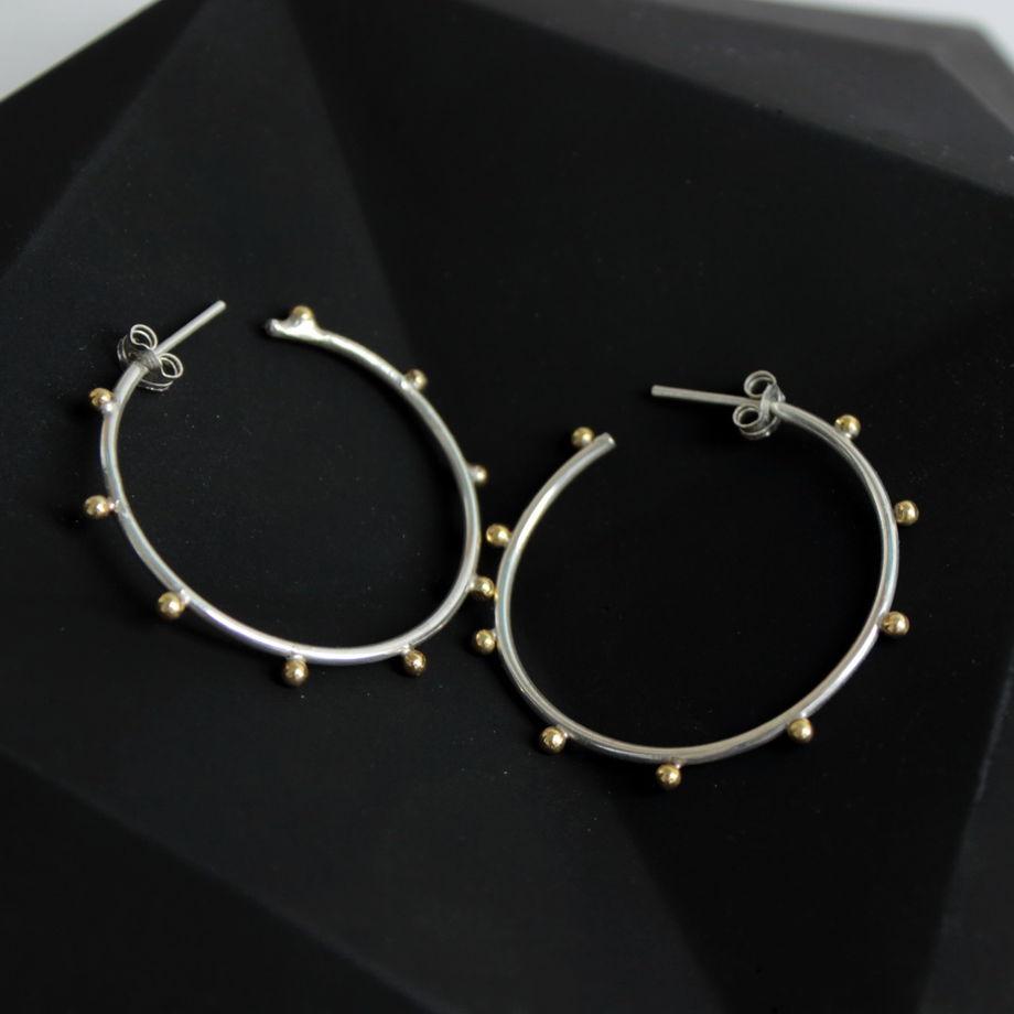 Серьги-кольца из серебра с латунными шариками