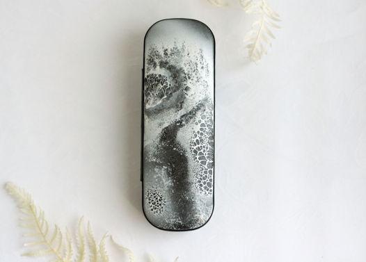 Тонкий футляр для очков с монохромной фактурной  росписью зимний пейзаж