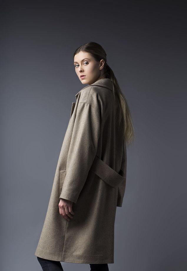 Бежевое пальто оверсайз из шерсти