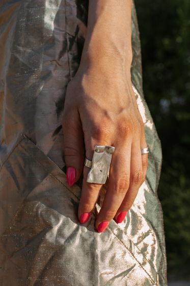 Серебрянное кольцо тело