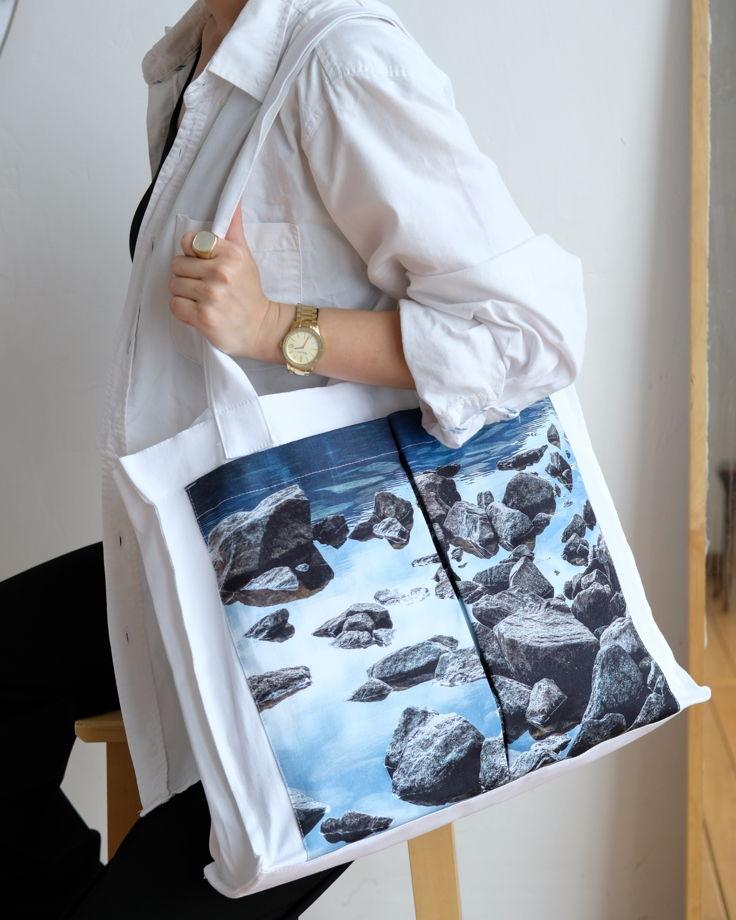Сумка белая из плотного хлопка с авторским принтом «Озеро в горах»