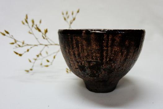 Темная керамическая чаша-пиала   для чайной церемонии.