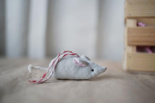 Мышь из льняной ткани