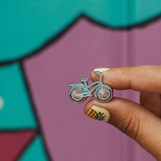 Металлический значок «велосипед» голубой