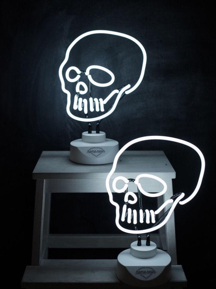 Белый неоновый череп