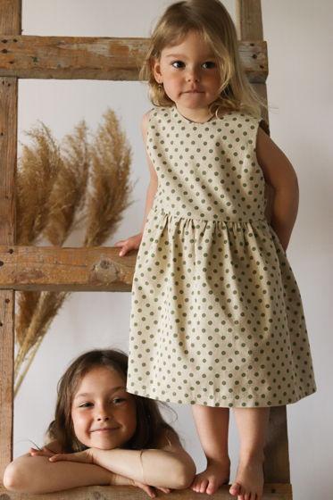 Льняное детское платье в горошек
