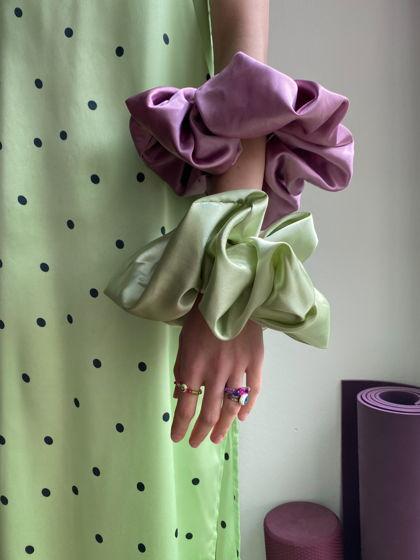Огромная атласная резинка грязно-розового цвета