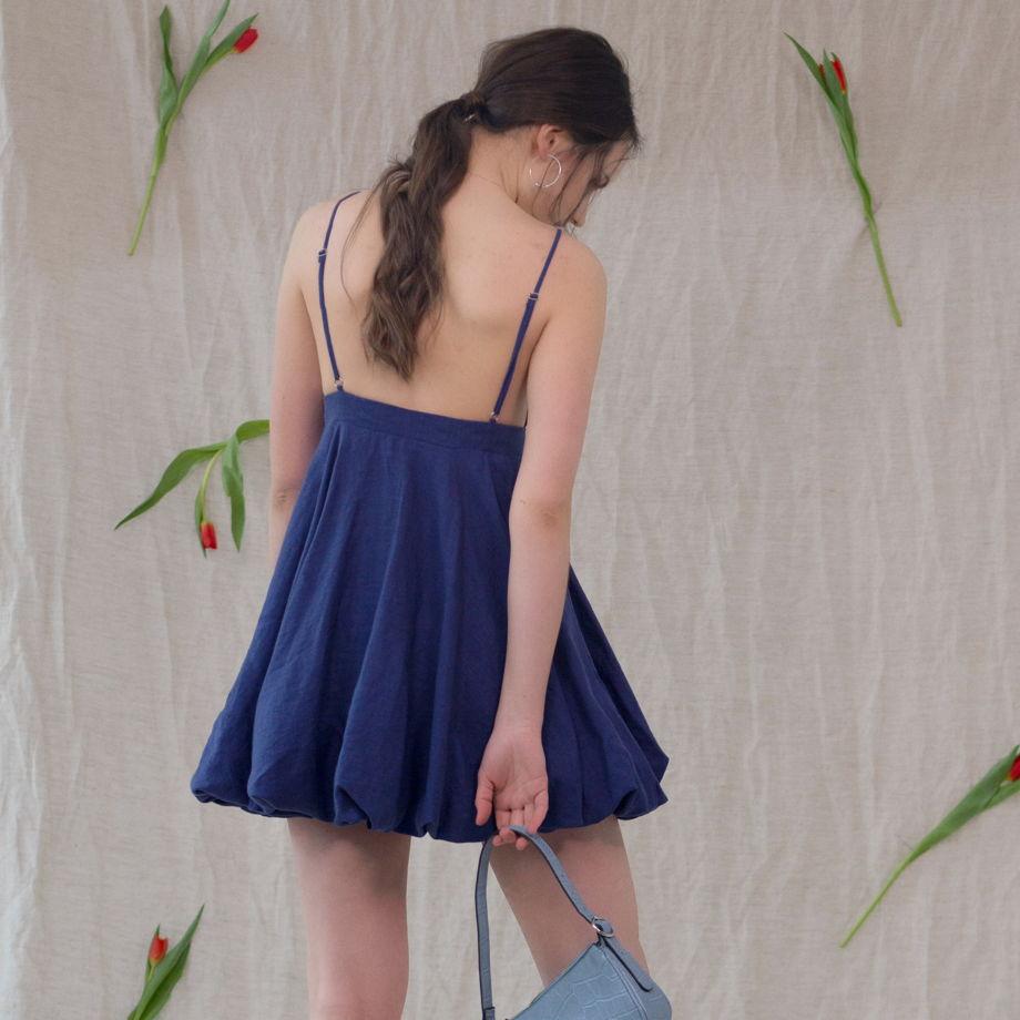 Платье Джованна со сборкой внизу.
