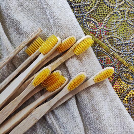 Бамбуковая зубная щётка (желтая)