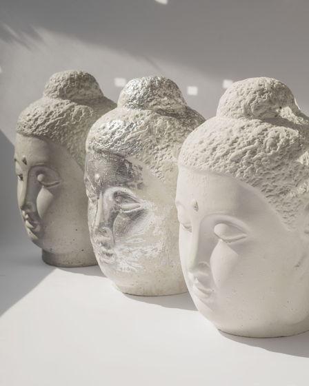 Голова Будды из бетона