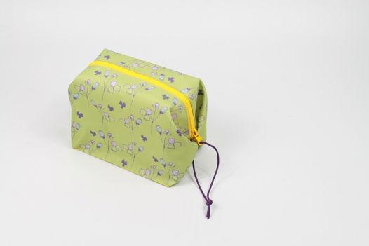 Многофункциональная косметичка - контейнер FishCard с цветочный орнаментом разных цветов