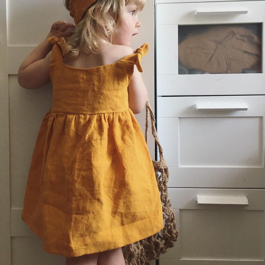 Платье с вышивкой ручной работы