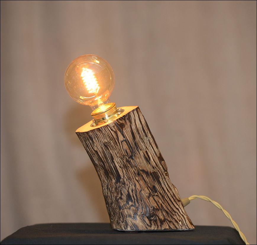 Лампа из обожженного бруса сосны наклонная
