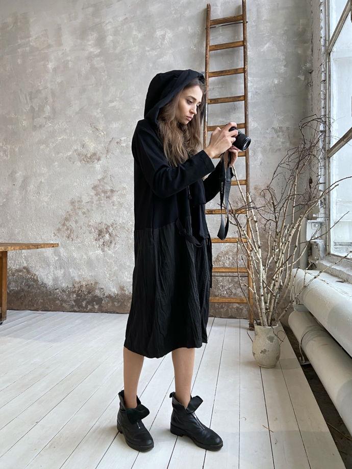 Платье со съёмным капюшоном