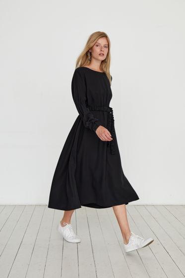Черное платье из шелковистого тенсела