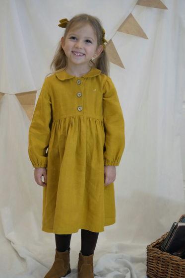 Льняное платье в горчичном цвете с воротничком и пуговицами