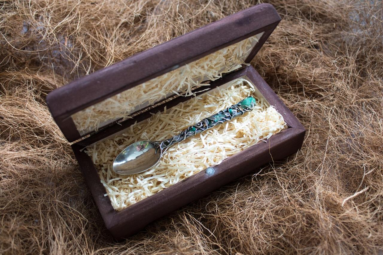 Серебряная ложка с изумрудами, ручная работа