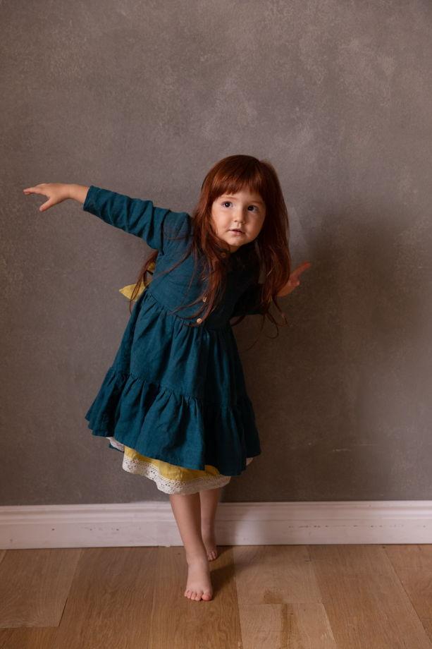 платье детское льняное нарядное асимметричное на пуговицах из 100% умягченного льна с нижней юбкой и бантом на спинке
