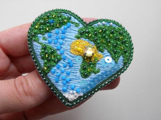Брошь сердце планета Земля