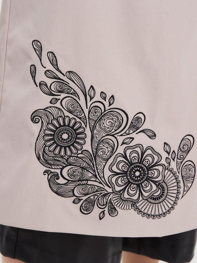 Тренч с вышивкой мехенди
