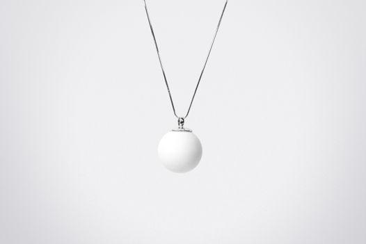 Кулон-подвеска «Мини шар» из белого фарфора и серебра