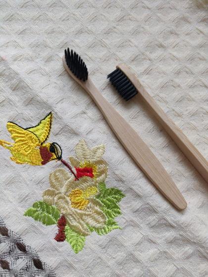 Бамбуковая зубная щётка (черная)