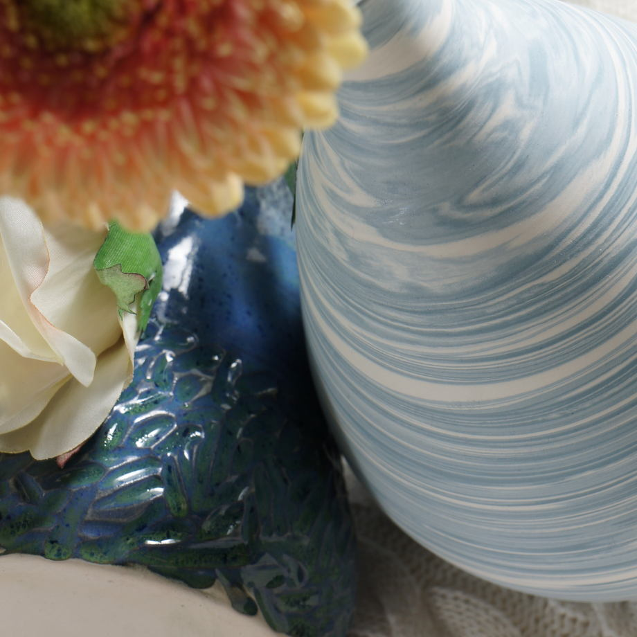 Ваза Бело-голубая из мраморной серии