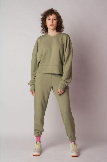 Легкий костюм оливкового цвета