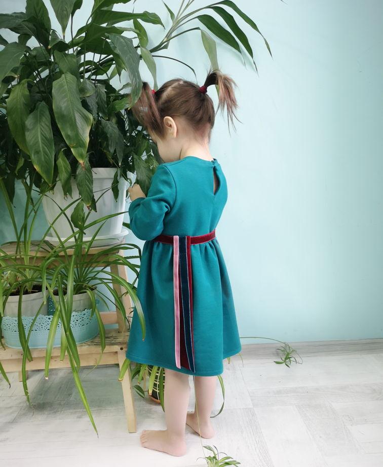 Хлопковое трикотажное платье цвета «зелёный кетцаль»