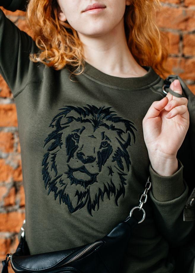 Свитшот с вышивкой Лев хаки